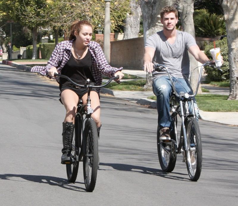 Take Hint From These Celebrities Take To Cycling Todaye Bikes